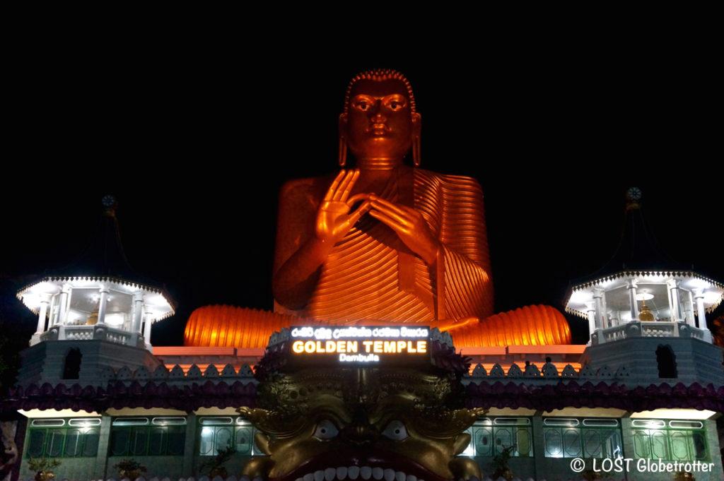 Socha Buddhy na Golden Temple v Dambulla, Srí Lanka
