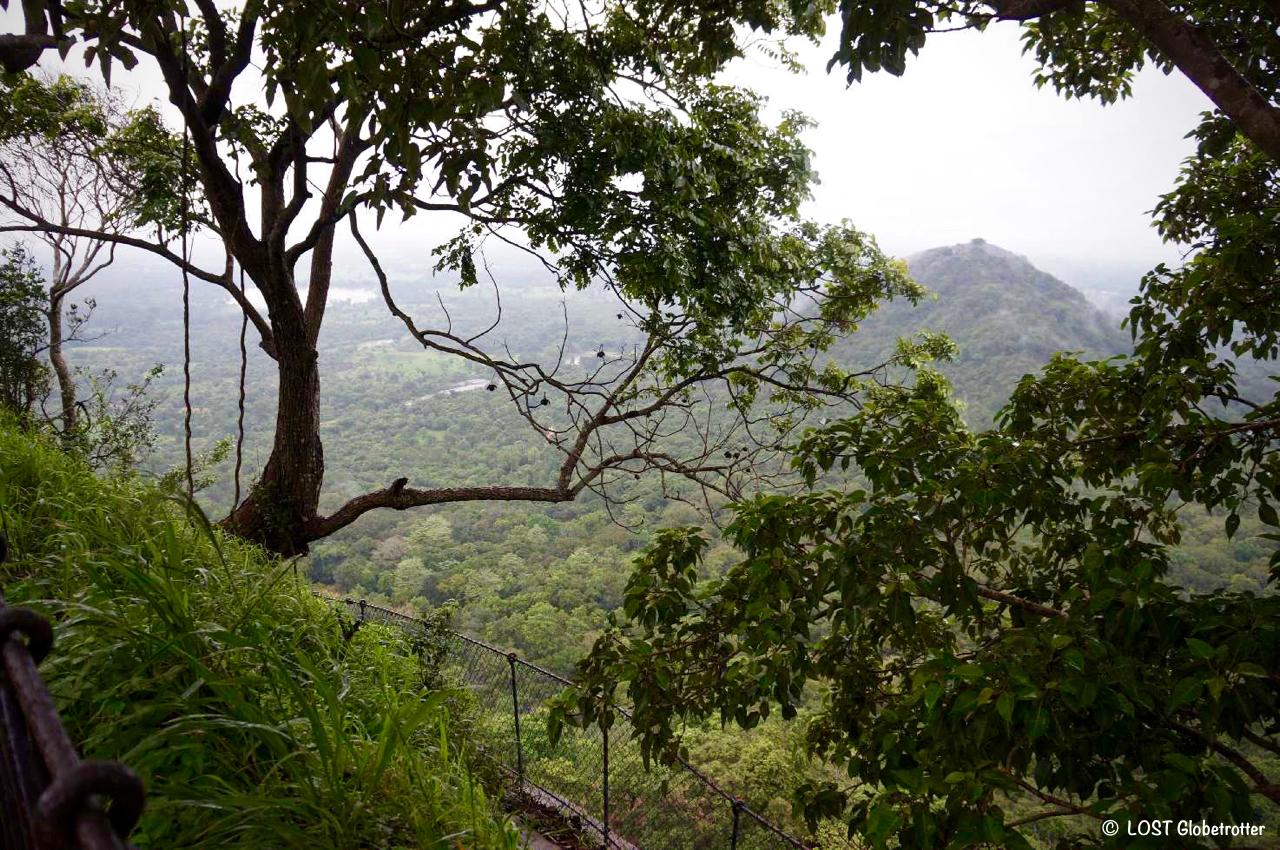 Sestup dolů ze Lví skály Sigiriya, Srí Lanka